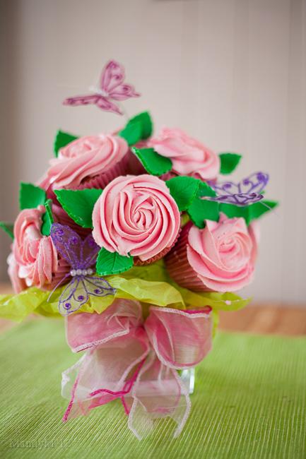 Bouquet de cupcakes rose avec papillons